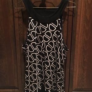 Sleeveless scoop neck tank with chain pattern